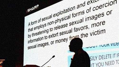 Sextortion: простий спосіб отримати секрети національної безпеки